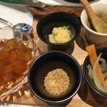 銀座カフェビストロ 森のテーブル - 自家製無添加ソーセージとまるごと玉葱を煮込んだ薬膳スープ2,268円税込み