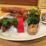 ノゲ ウエスト エンド - 赤縞海老の紹興酒漬け、蛍烏賊ふきのとうソース、焼き牡蛎のマリネ、鶏のハム八幡巻風、いんげんなどの野菜