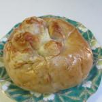 49864884 - チーズフォンデュ風くるみパン100円。