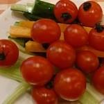 ピッツェリア マリノ - セロリを食べつくしたのでミニトマトを食べています
