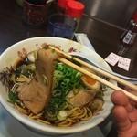 新福菜館 KiKi京橋店 - 中華そば(730円)+煮玉子(100円)チャーシューリフト