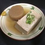 紀乃國屋 ○中 - おでんの大根と豆腐