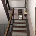 抱 le four - こんな階段を4階まで登ります。