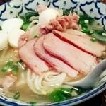 ケーラン - 「クゥイッティアオ・ムゥー」¥1,000 豚スープと煮豚のフォー