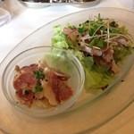 キュリ - 豚のタンのサラダ     +まぐろのたたきサラダ