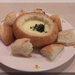 フラカッソ - チーズパンフォンデュ(380円)