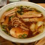 麺や 龍福 - 黒玉・特製(スープを混ぜた後)