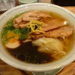麺や 龍福 - 黒玉・特製(スープを混ぜる前)