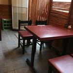 魚て津 - テーブル席