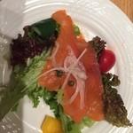 銀座洋食 三笠會館 - ◾️4月の訪問、コースは前菜のスモークサーモンのサラダです
