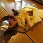 ラ オリーバ - スペインチーズ盛り合わせ(6種/¥1,250−)
