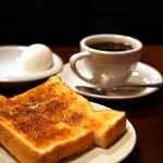 コーヒー専門店 ライオン - 塩をふるとさらに美味しいバタートースト♪
