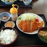みのり食堂 - 2016年02月17日 12:20訪問 とんかつ定食