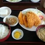 みのり食堂 - 2016年03月11日 12:40訪問 ミックスフライ定食