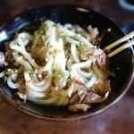 49879463 - 生醤油うどん(並) 460円                         鰹節と大根おろしを生醤油で混ぜて食べるだけ(^o^)