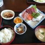 みのり食堂 - 2016年03月26日 12:10訪問 刺身定食