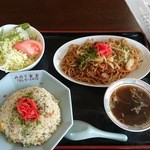 みのり食堂 - 2016年04月04日 12:10訪問 焼きそば&半チャーハン定食