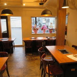 好ちゃん - 天井が高く窓が大きく居心地のいいカフェのような雰囲気1