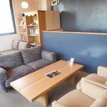 アンドスイーツ - 2階のソファー席