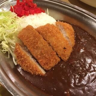 Caffice - 数量限定!金沢カレー 金沢カレーの基準がわからないけど、銀皿に千切りキャベツがあればいいのかなぁ? 深みのある濃厚なソースでした。