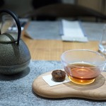 エスキス サンク - 紅茶は鉄瓶に入ってきます