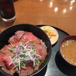 タパタパス ハマボールイアス店 - ローストビーフ丼!