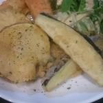 49889117 - 野菜のチーズフリット                       自家製ドレッシングも美味しい