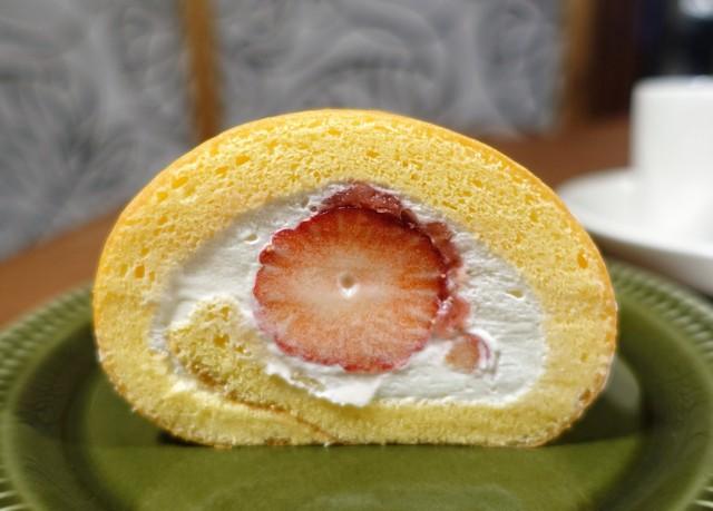 ユカフェ - 苺のロールケーキ