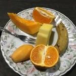 屋久島フルーツガーデン - 入園料 500円(税込) でいただけるフルーツ盛り合わせ
