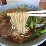 尾道ラーメン山長 - 尾道ラーメン(750円)麺リフト