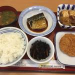 関緑ヶ丘食堂 - 鯖の味噌煮、ハムカツ、牛肉のすき焼き風、ひじき煮、ご飯、味噌汁。