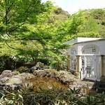 アサヒビール 大山崎山荘 - 美術館中庭