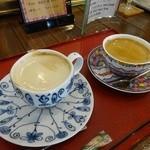 ケーキ工房フリアンナカムラ - ドリンク写真:左・ジャージーミルクのカフェオレ 右・ホットコーヒー