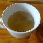 ラ・カシェット 花花 - スープは優しいコンソメ