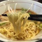 河内の中華そば 醤 - 熟成煮干し中華そば(750円)麺リフト