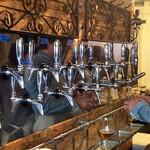 ビア カフェ ブラボー - ギネスやヒューガルデンをはじめ、国内外のクラフトビールがずらり。