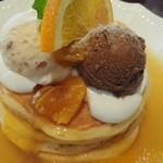 49912299 - 3種のアイスと濃厚オレンジカードのパンケーキ