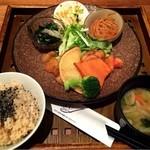 玄三庵  -  39品目の健康ディナー定食 1080円
