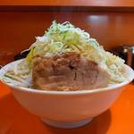 49912921 - らーめん(麺大盛、野菜、にんにく、ねぎ)