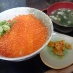 いくら家 丼 - いくら家名物 生いくら丼(1300円)