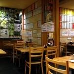 日本橋焼餃子 - 地下1階の店内。