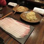 東京チャイニーズ 一凛 - 発酵させた白菜鍋 山椒の香り、もち豚 胡麻ダレで 押し豆腐と1