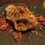 東京チャイニーズ 一凛 - 三陸産牡蠣のスパイス揚げ、焼き玉ねぎと炙りじゃこ乗せ2