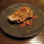 東京チャイニーズ 一凛 - 三陸産牡蠣のスパイス揚げ、焼き玉ねぎと炙りじゃこ乗せ1
