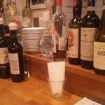 カプスーラ - カウンターはイタリアワインが