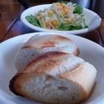 49916588 - ピリ辛!トマトラーメン+パンのセット