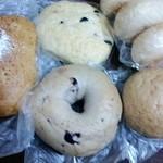 テンハーフ - 料理写真:ベーグル(ブルーベリー)・パンオセーグル・ ブラックオリーブ・クリームチーズミッシュ・ロールパン