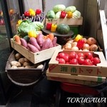野菜を食べるカレーcamp - 2016 待合の椅子の前の野菜ゴろゴロ
