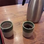 49922659 - お水は店員さんから、お茶はテーブルの上のポットからいただきます