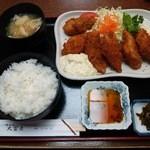 49924821 - 白身魚フライ定食 カキフライ1貫追加